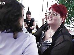 Nobriedis lesbietēm grupa Sekss puse